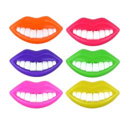 Visslande mun med tänder